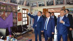 Kırgız Meclis Başkanından Kültür Mahallesi'ne Ziyaret