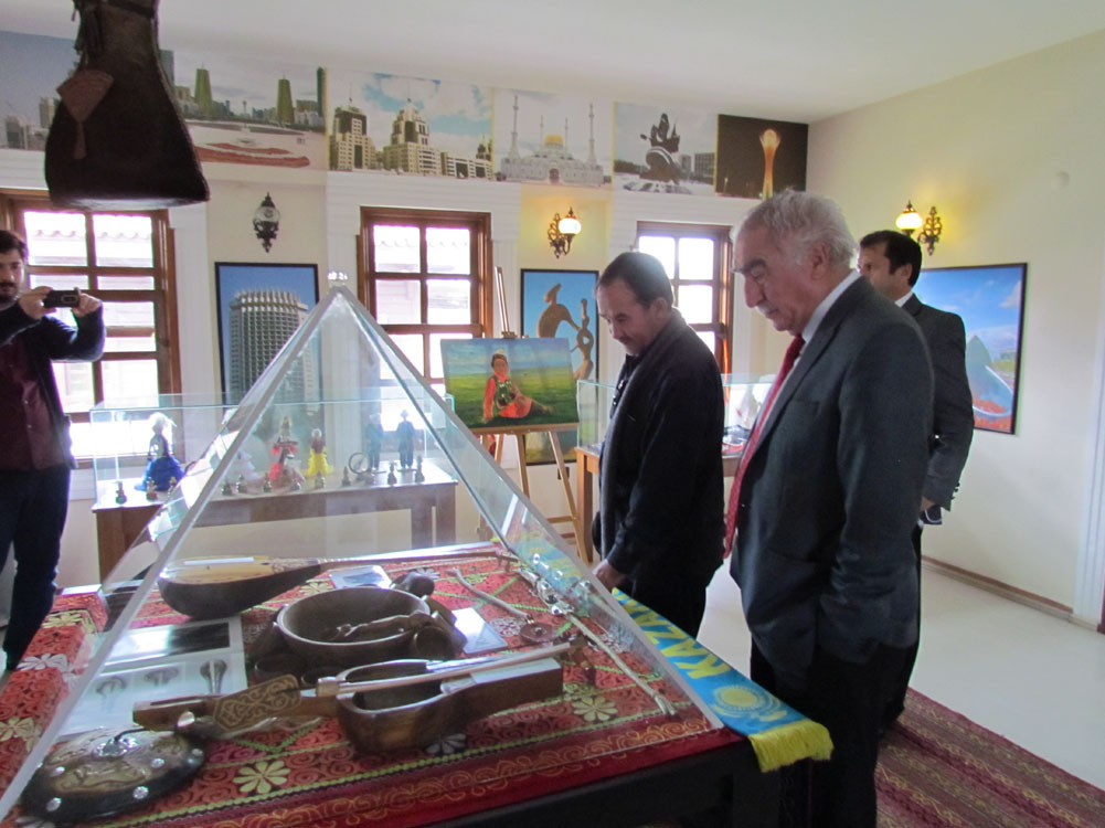 Mr. Aytmatov and Mr. Arslanbek Sultanbekov visited the Topkapı Turkish World Galeri - 9. Resim