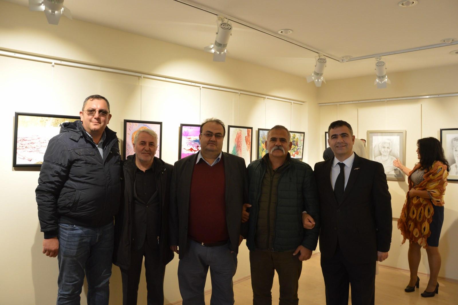 """İstanbul Büyükşehir Belediyesi'nin destekleriyle Kazıbekova'nın """"Cama İşlenen Sanat"""" sergisi Türk Dünyası Kültür Mahallesi'nde açıldı Galeri - 10. Resim"""